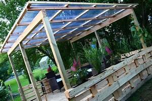 Terrasse aus paletten mit dach diy academy for Terrasse im garten bauen