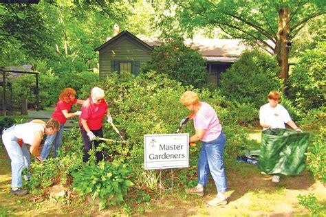 how to become a master gardener be a master gardener tennessee alumnus