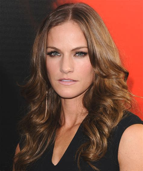 kelly overton long wavy casual hairstyle
