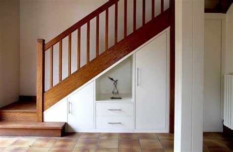 cuisine sous escalier exemple cuisine modele cuisine sous escalier decoration cuisine salle