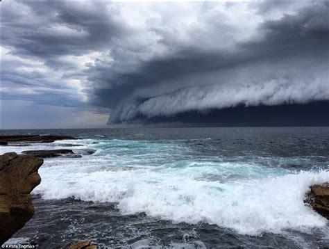 Sydney Weather Sees Shelf Cloud Roll Across The Sky