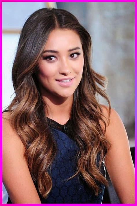 Hottest Long Curly Layered Hairstyles for Womens with