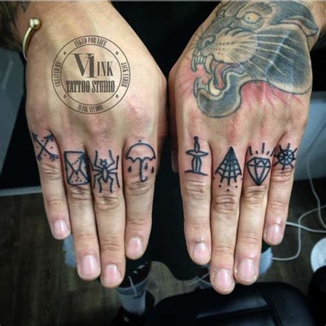 50 Fabulous Finger Tattoos by Some of the World's Best