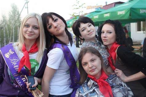 Masti Bazar Russian School Graduates