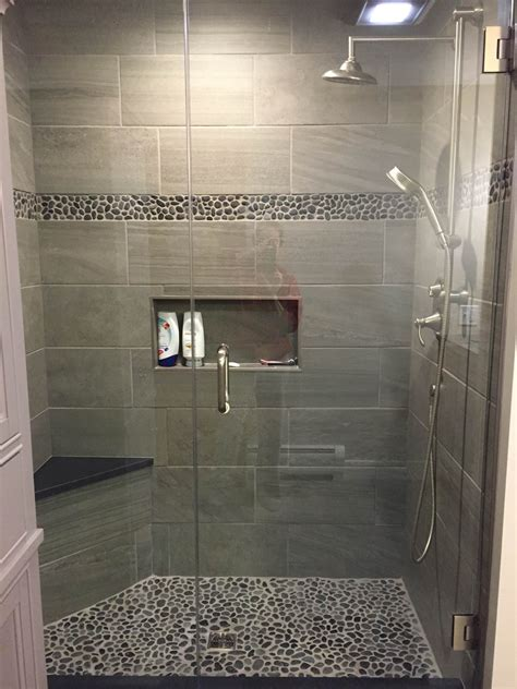 badezimmer ablage holz charcoal black pebble tile border shower accent pebble