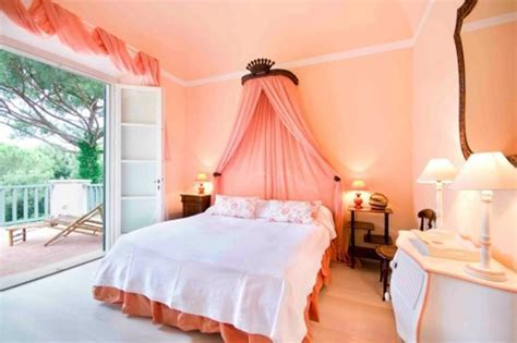 20 Charming Coral Peach Bedroom Ideas to Inspire You   Rilane