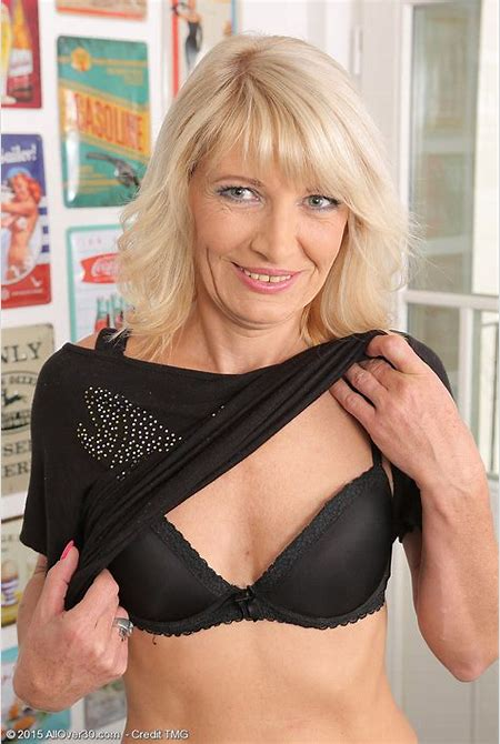 Lau011012005168003 - Only Over 30 Milfs