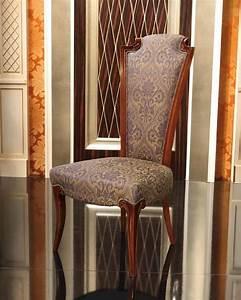 Sedia classica in legno imbottita, con schienale alto IDFdesign
