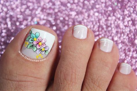 Feminidad y glamour en las uñas con flores. Diseño de uñas pies de flores | DEKO UÑAS | Moda en tus uñas