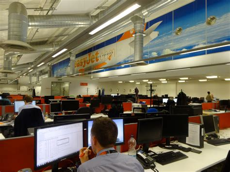 siege easyjet air journal easyjet headquarter siege londres luton air