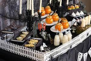 Buffet Halloween : haunted mansion graveyard halloween party plus free ~ Dode.kayakingforconservation.com Idées de Décoration