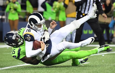 jared goff  knocked   rams loss   seahawks