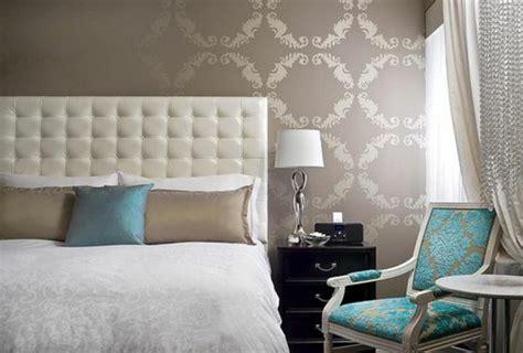 tapisserie de chambre les meilleures variantes de lit capitonné dans 43 images