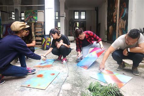 Grafiti Untuk Kelas : Serunya Acara Kelas Grafitti Bareng Bunga