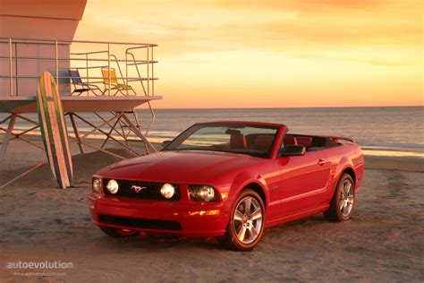 ford mustang convertible specs