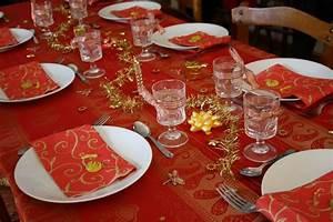 Idee Deco De Table Noel : decoration table de noel rouge et or ~ Zukunftsfamilie.com Idées de Décoration