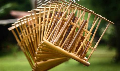 Alat musik ritmis digunakan sebagai pengiring / pengatur irama lagu. 17 Alat Musik Tradisional Indonesia Beserta Asal Daerah ...