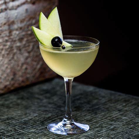 appletini recipe appletini cocktail recipe