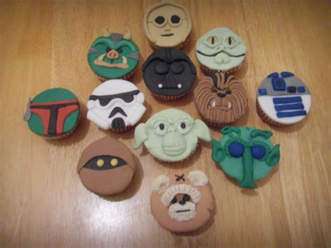 star wars face cupcakes