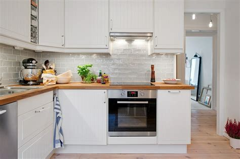 inter cuisines cuisine bois et blanc pour un intérieur lumineux et chaleureux