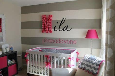 Kinderzimmer Mädchen Streifen by Babyzimmer Gestalten Deko Ideen Graue Streifen Lila
