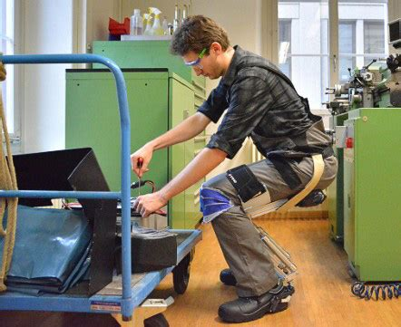 將椅子「穿」在腳上,走到哪隨時可坐的空氣椅 T客邦