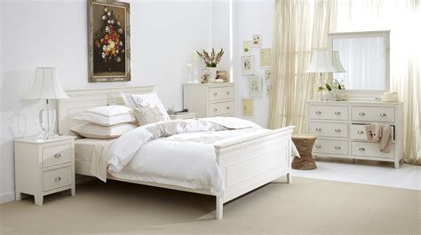 Distressed White Bedroom Sets White Distressed Bedroom