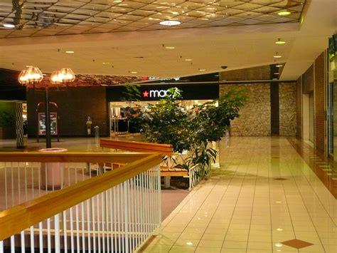 overland park ks metcalf south shopping center  dead ma
