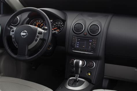 revised  nissan rogue priced   carscoops