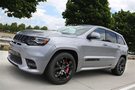 2017 jeep grand cherokee light jeep ceo sheds light on 2017 debuts grand cherokee