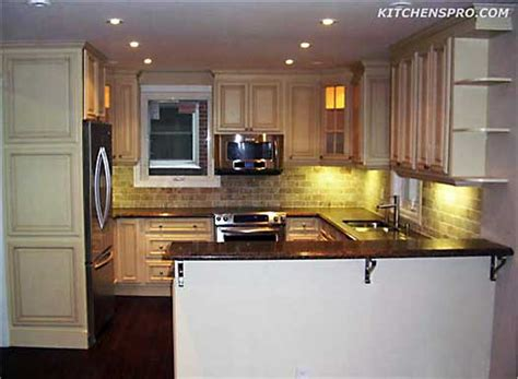 vanilla glazed maple kitchen cabinets  bathroom