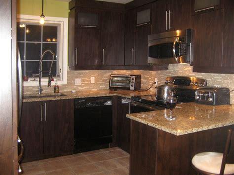 cuisine armoire brune réalisations de style moderne spécialité m m