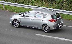 Avis Toyota Auris Hybride : test toyota auris 1 8 hsd hybride 136 cv 2012 2018 35 avis 16 1 20 de moyenne fiabilit ~ Gottalentnigeria.com Avis de Voitures