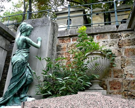 pere la chaise lifestyle père lachaise cemetery take a walk on the