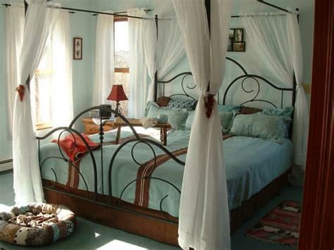 schlafzimmer gardinen das schlafzimmer günstig einrichten 24 coole wohnideen