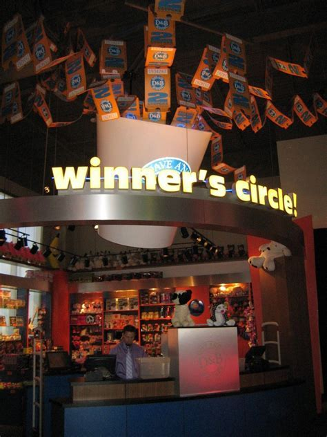 Review ? Orlando Dave and Buster?s Opens Near Walt Disney