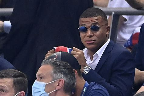 Sep 07, 2020 · mbappe took a test on monday morning that returned positive, the fff said, and was then isolated from the french national team. Real Madrid: Assuming Kylian Mbappe will sign is a ...