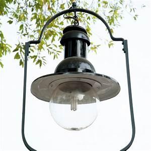 Installer un lampadaire exterieur marie claire for Installer un lampadaire exterieur