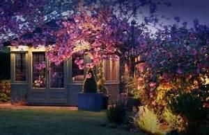 la douche de jardin 20 idees pour vous rafraichir en ete With exceptional eclairage exterieur pour arbre 0 eclairage exterieur led solaire et decoratif comme accent