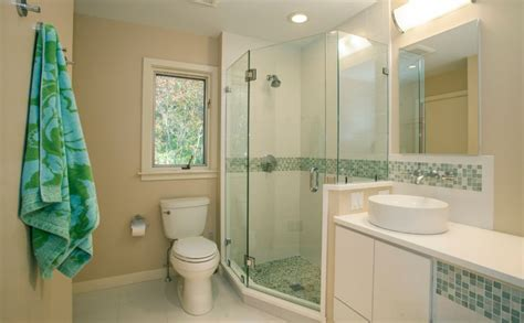 Shower Pics - corner shower configurations that make use of dead spaces