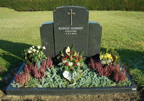 Doppelgrab Und Breitsteine
