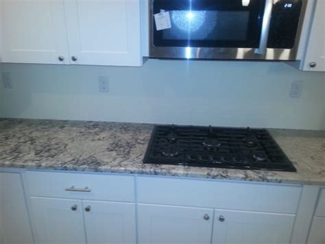 backsplash  white ice granite