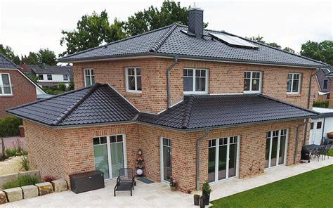 Haus Mit Erker Modern by Breyer Seck Bau Villa Fortis Walmdachhaus Modern Erker