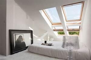 Bett Unterm Fenster : 1001 ideen f r einrichtung von einer mansarde ~ Frokenaadalensverden.com Haus und Dekorationen