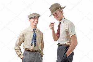 20er Jahre Männer : zwei junge m nner mit kleidung und m tze in der 20er jahre stil stockfoto philipimage 98661368 ~ Frokenaadalensverden.com Haus und Dekorationen