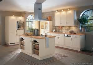 Kitchens With Cabinets And White Countertops by Wonderful Countertops For White Kitchen Cabinets This