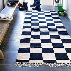 Tapis Noir Et Blanc Scandinave : 100 scandinave tapis tiss 100 coton fa on damier noir et blanc il trouvera sa place ~ Teatrodelosmanantiales.com Idées de Décoration