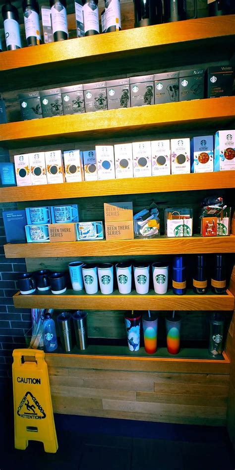 Wszystko śniadanie lunch obiad restauracje z dostawą drinki i nocne życie na wynos. Starbucks - Cafe | 2276 Broadway Ave S, Rochester, MN ...