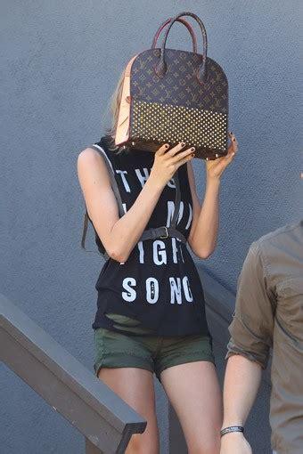 taylor swift hides  expensive bag protothemanewscom
