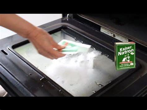 Wie Reinige Ich Den Backofen by Backofen Reinigen Sofort Sauberen Ofen Ohne Schrubben Und